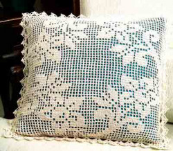 Филейное вязание, подушки с цветами и бабочками