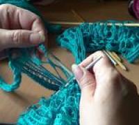 Вязание шарфика из ленточной пряжи Dantela, 2-й способ (видео)