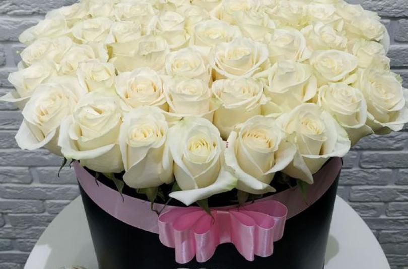 Розы в коробке: как рассказать о чувствах без слов?